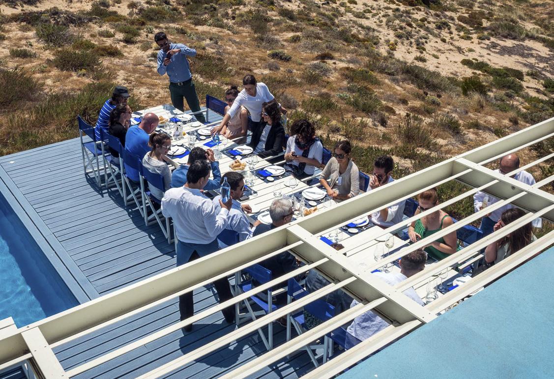 Almoço com vista para o oceano em plena natureza